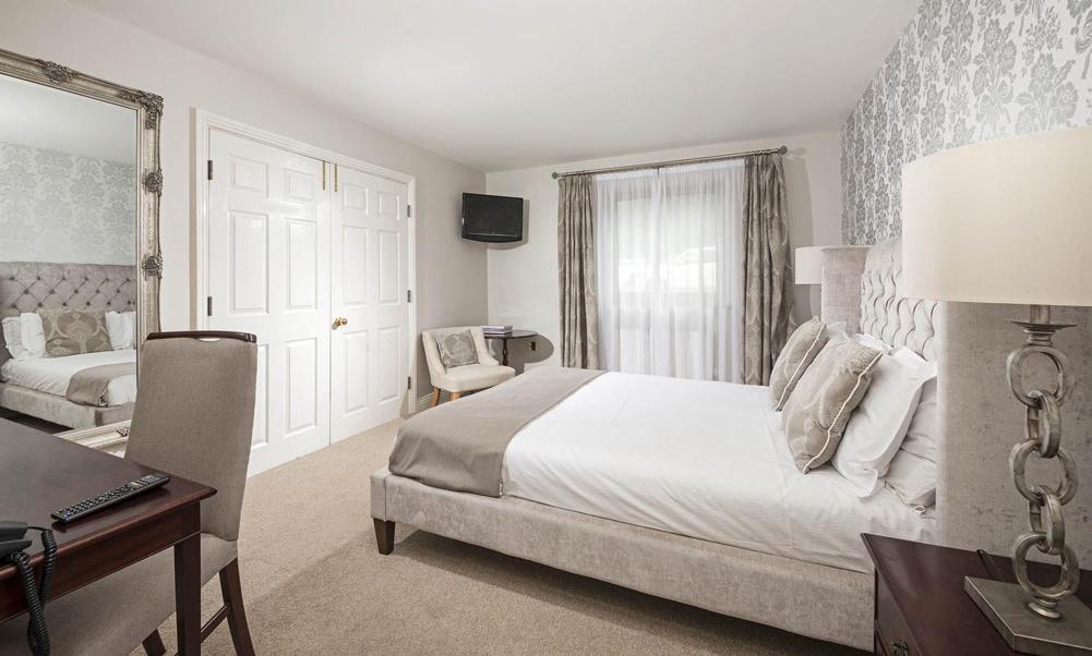 En Suite Rooms: Cook And Barker
